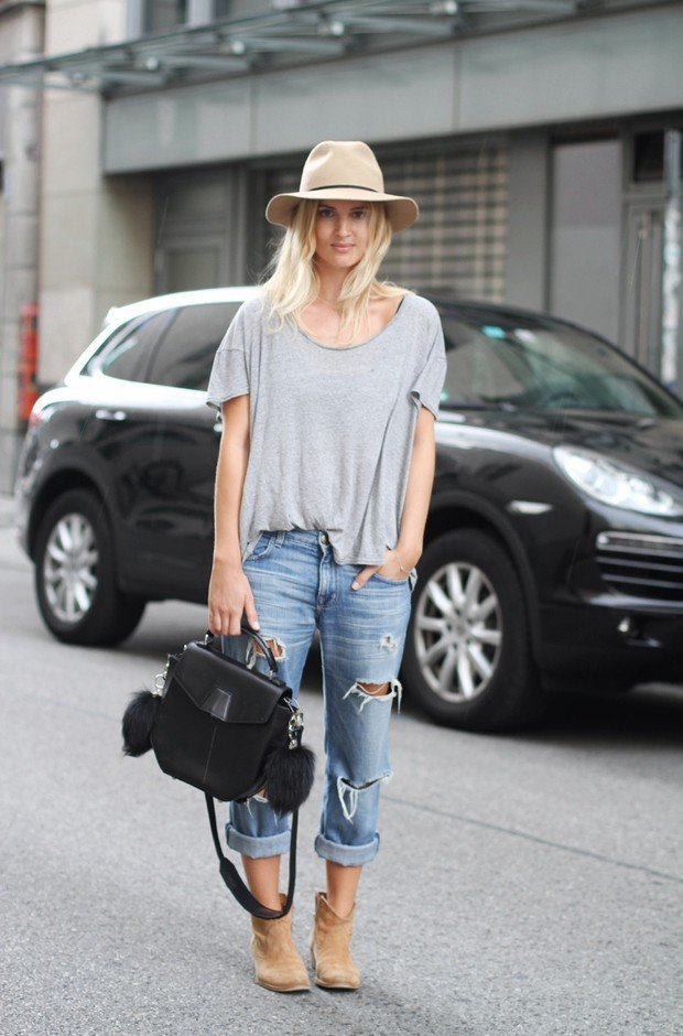 Casual,chic Outfit Idea with Ripped Jeans