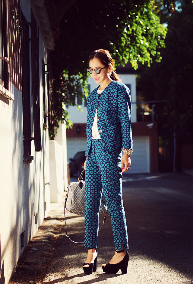 Chic Printed Outfit Idea