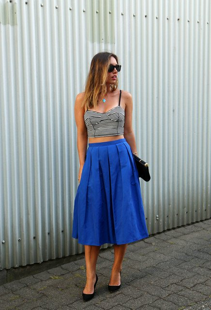 Cool Outfit Idea with Blue Midi Skirt