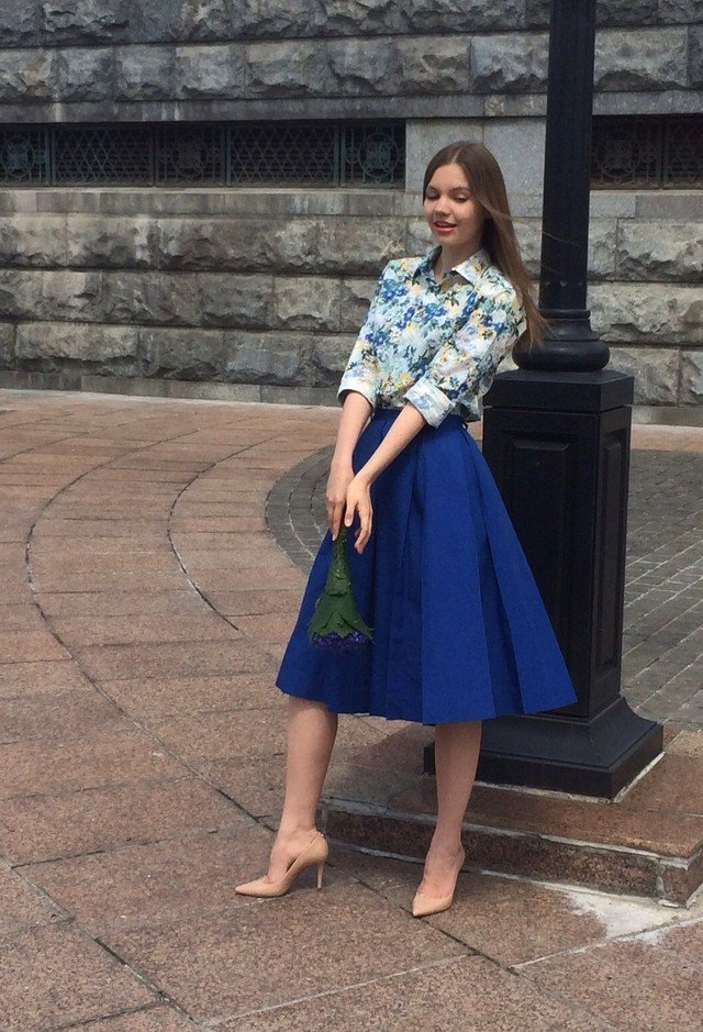 Floral Outfit Idea with Midi Skirt
