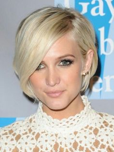 Glamorous Short Hairstyle With Bangs for Blond Hair