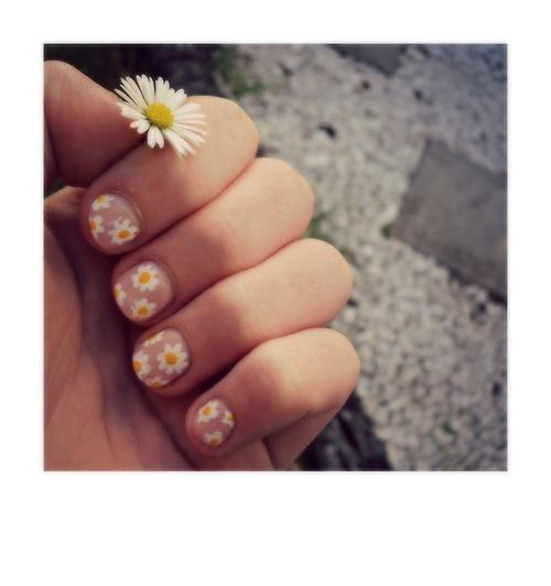 14 Pretty Daisy Nail Designs Pretty Designs