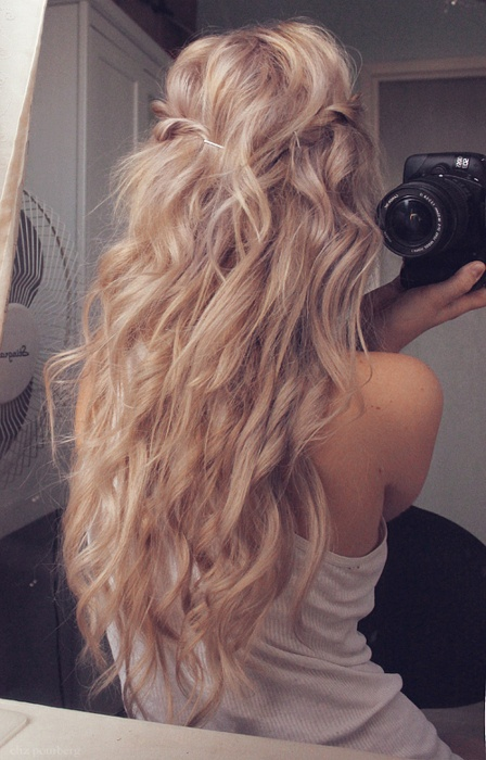 Long Curly Hairstyle for Blond Hair