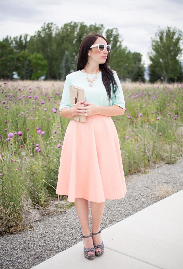 Lovely Outfit Idea with Midi Skirt