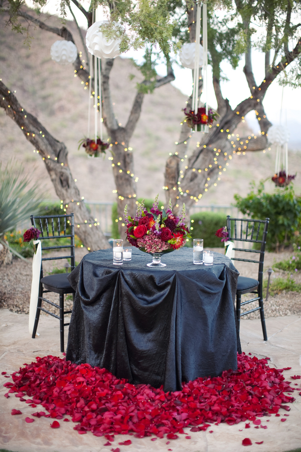 12 Romantic Ways to Set an Outdoor Table