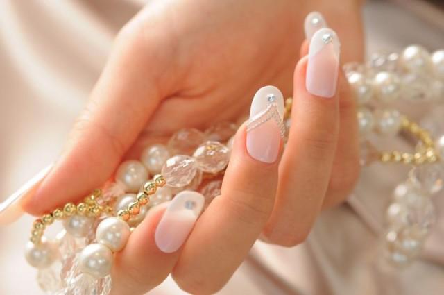 Pretty Wedding Nail Design
