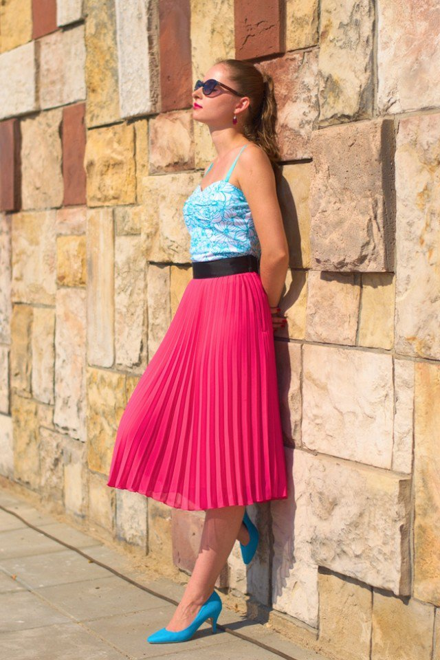 Red Pleated Long Skirt Outfit Idea