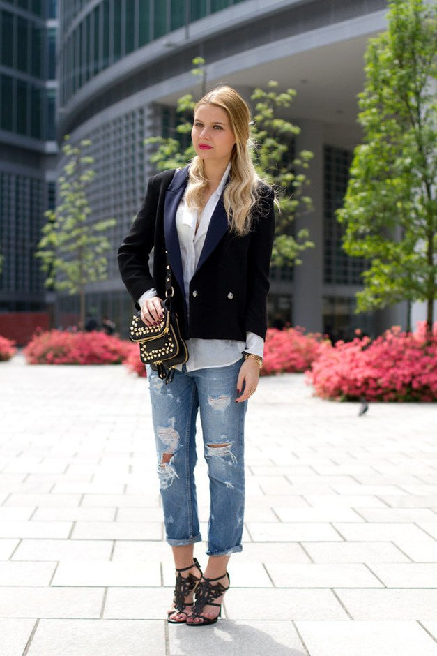 Ripped Jeans Outfit Idea with Black Blazer