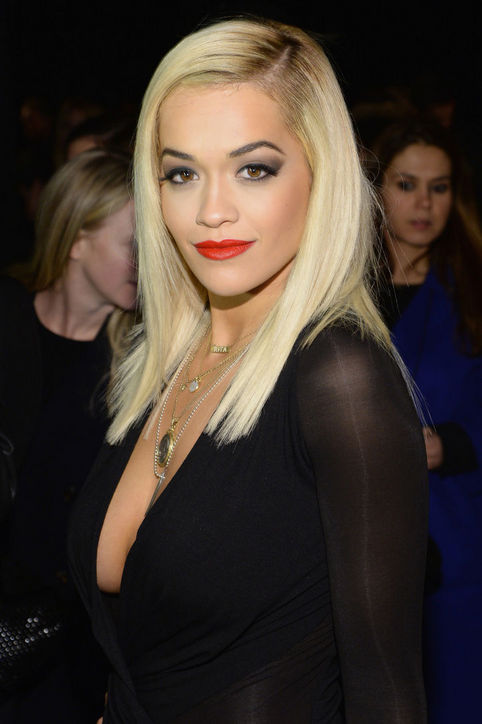 Rita Ora's Side-parted Straight Haircut