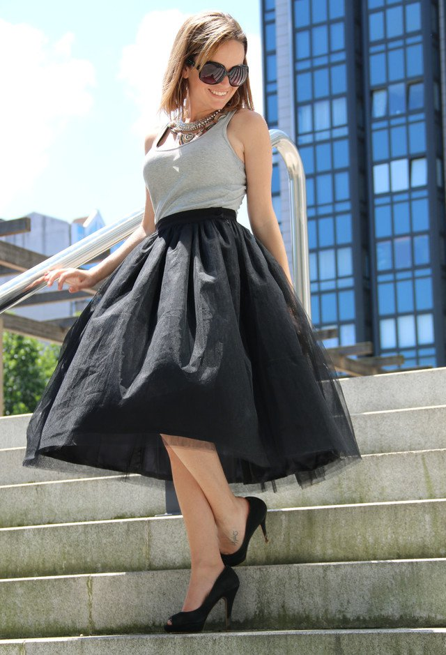 Simple Stylish Outfit Idea with Black Midi Skirt