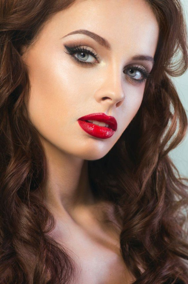 Pretty Makeup With The Eye Glitters 2052994: Gorgeous Makeup Ideas With Red Lips And Cat Eyes
