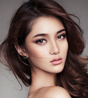 Stylish Full Brow Makeup Idea