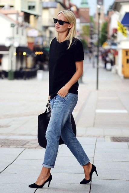 Stylish Outfit Idea with Ripped Jeans and Black Shirt