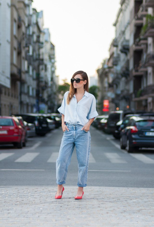 Stylish Outfit with Boyfriend Jeans and Blouse