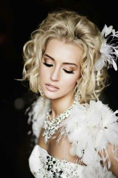 Amazing Short Curly Wedding Hairstyle