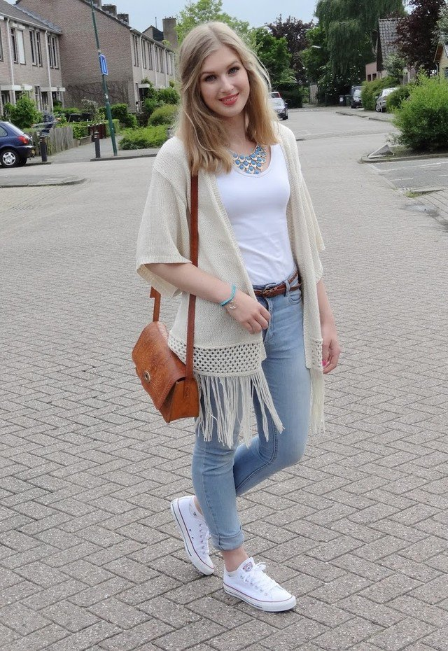 Beautiful Outfit Idea with Sneakers