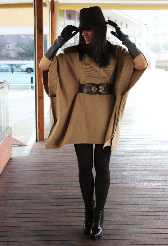 Brown Poncho Outfit Idea