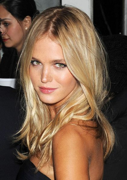 Top 10 Most Glamorous Wavy Hairstyles For Shoulder Length