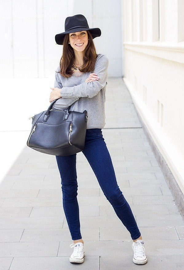 Chic Outfit Idea with Sneakers