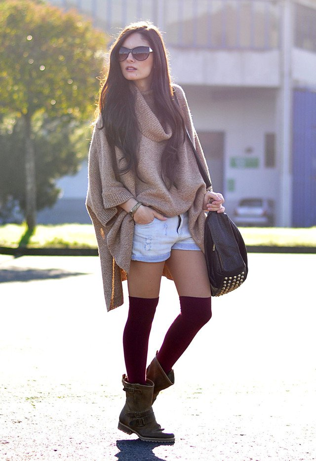 Chic Poncho Outfit Idea for Fall