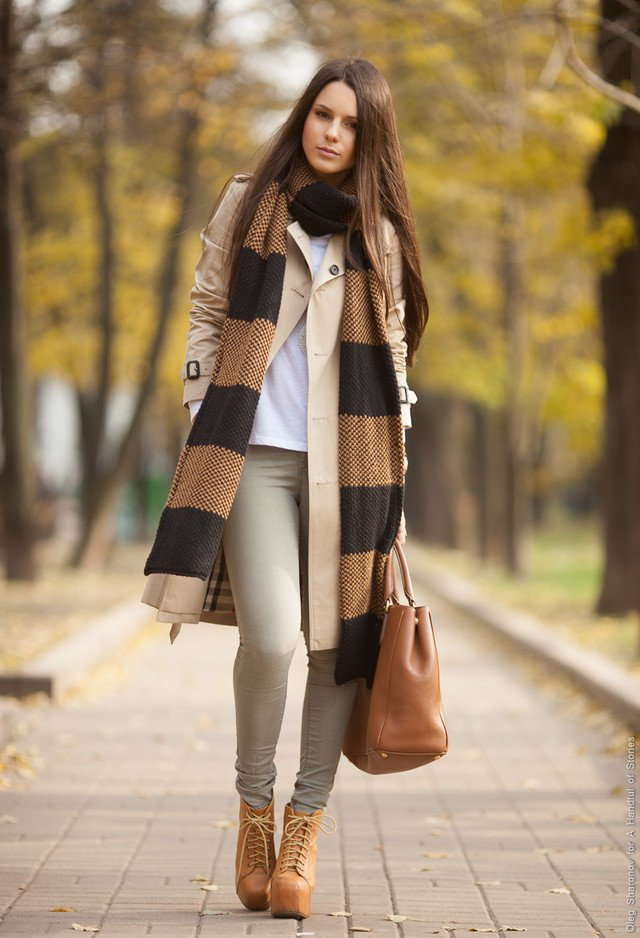 Stylish Outfits With A Scarf And Smart Ways To Tie The
