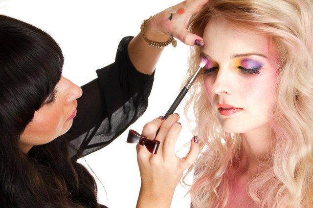 Colorful Eye Shadow for Vivacious Look