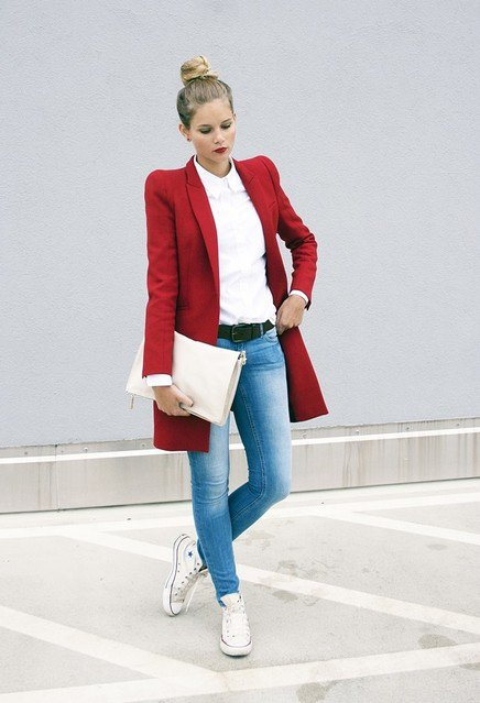 Comfortable Outfit Idea with Jeans and Sneakers