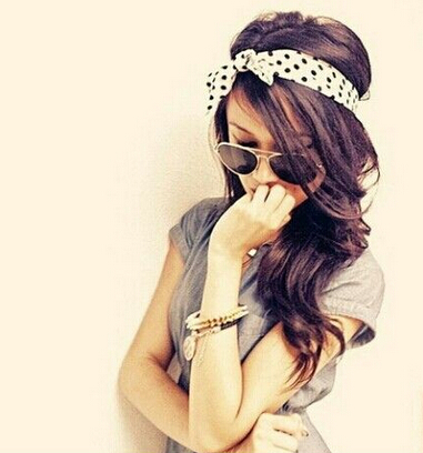 Cute Headband Hairstyle for Young Women