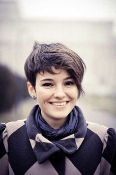 Remarkable 12 Fabulous Short Hairstyles For Thick Hair Pretty Designs Short Hairstyles Gunalazisus