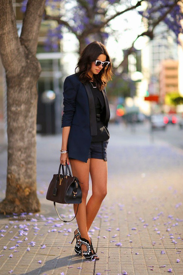 Dark Blue Blazer and Shorts Outfit For Early Fall