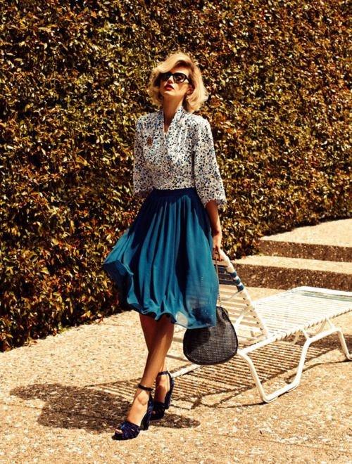 Elegant Midi Skirt Outfit for Fall