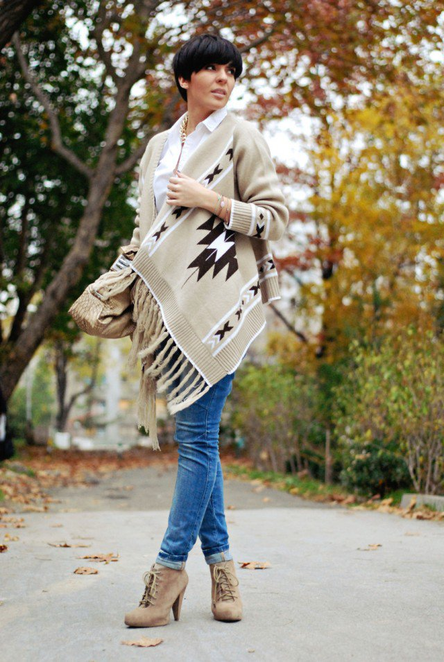 Fashionable Printed Poncho Outfit Idea