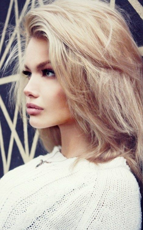 Fashionable Tousled Hairstyle for Medium Hair
