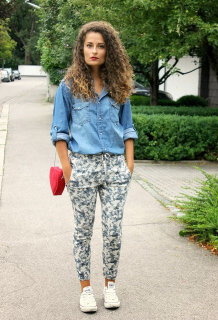 Floral Pants Outfit Idea with Sneakers