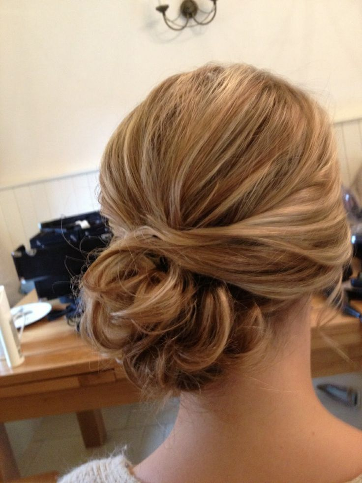 Graceful And Beautiful Low Side Bun Hairstyle Tutorials And Hair Looks - Pretty Designs