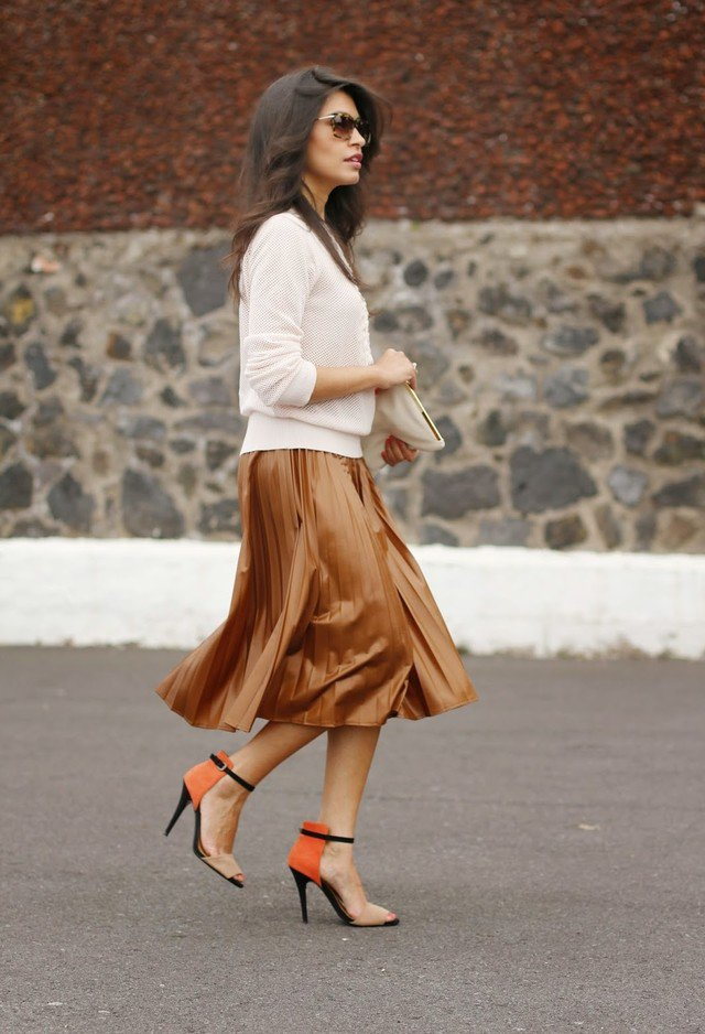 Graceful Midi Skirt Outfit for Early Fall