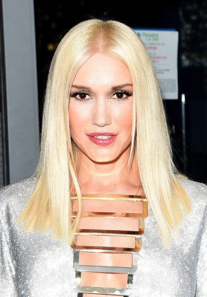 Gwen Stefani Long Blonde Hair with Lovely Makeup
