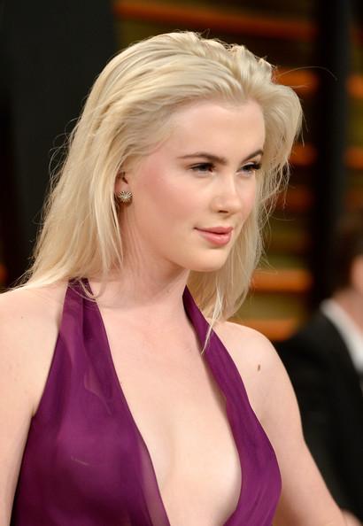 Ireland Baldwin Tousled Long Hair with Pretty Makeup