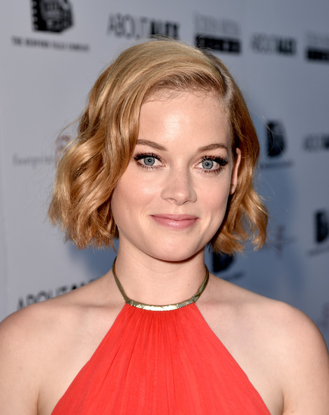 Jane Levy Sophisticated Short Wavy Hairstyle