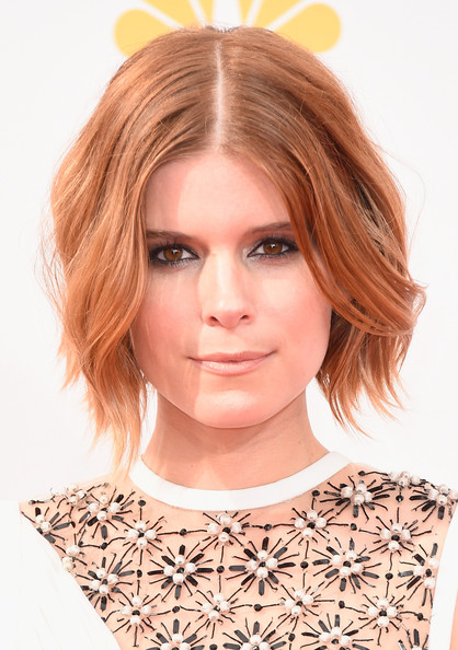 Kate Mara Center-parted Short Wavy Hairstyle