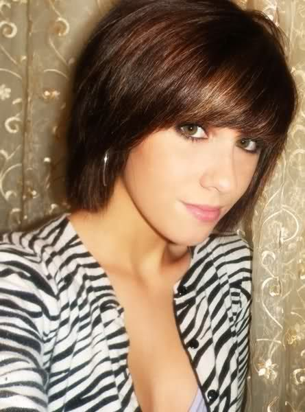 15 Ultra Chic Short Hairstyles With Bangs - Pretty Designs