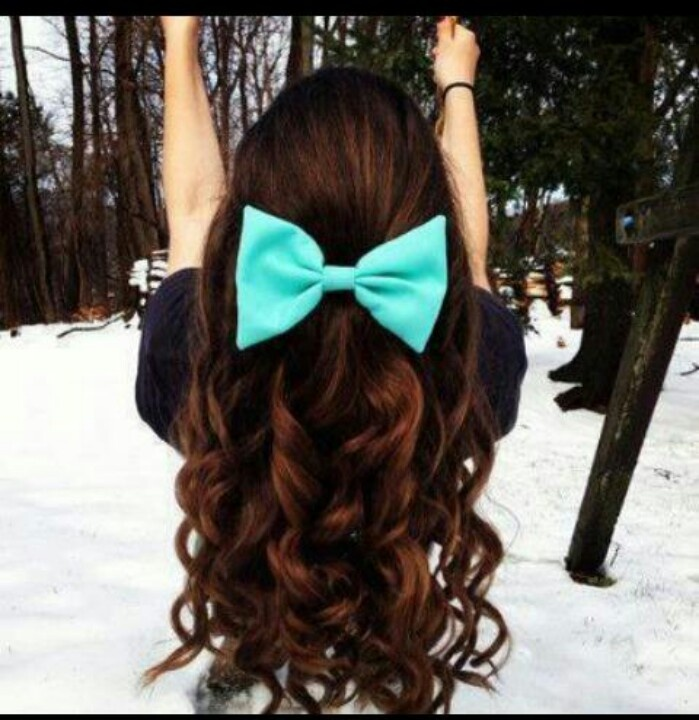 Long Wavy Hairstyle With Hair Bow