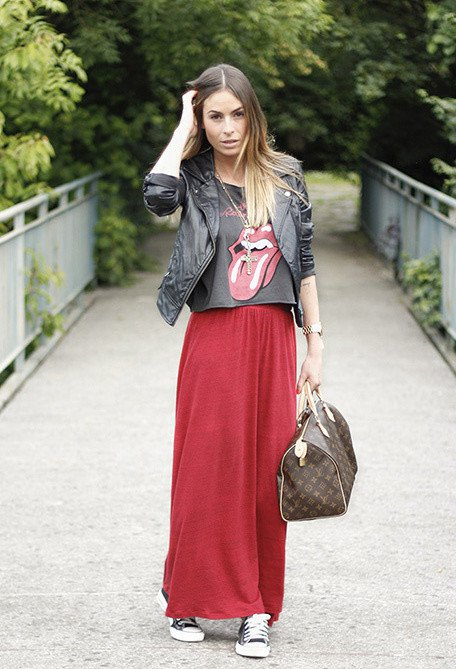 Pretty Fall Outfit Idea with Maxi Skirt and Sneakers