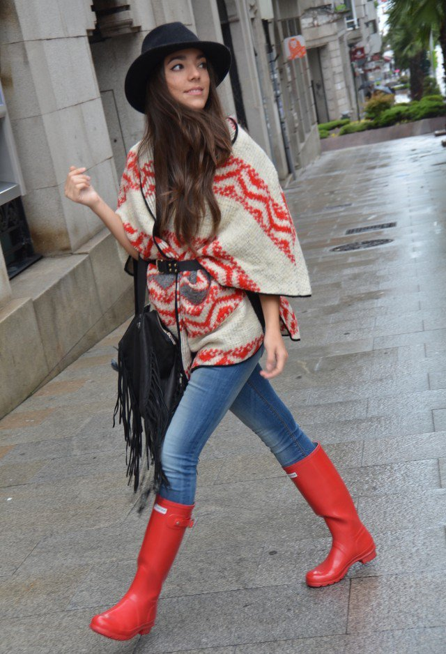 Pretty Outfit Idea with Poncho