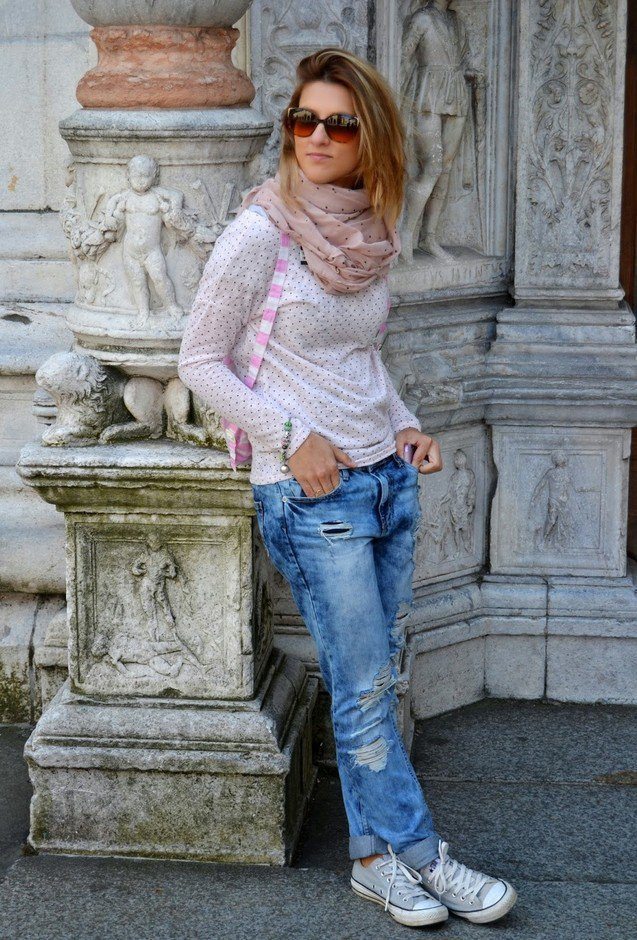 Ripped Jeans Outfit with Sneakers