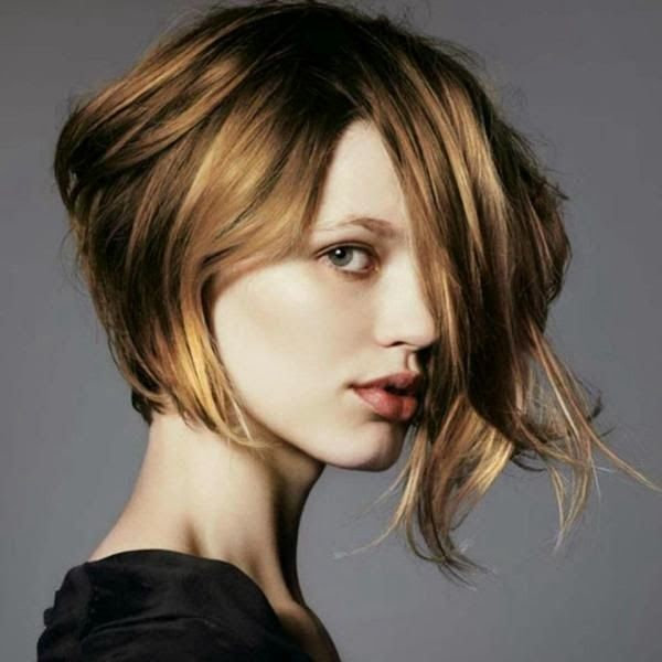 Short Blond Bob Haircut for Round Faces