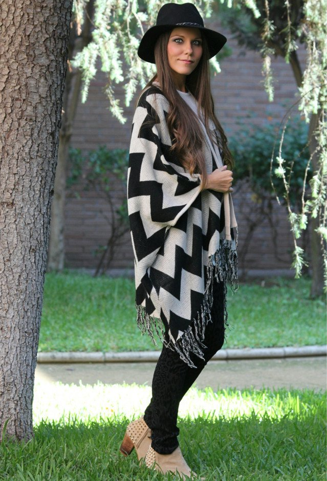 Stylish Way to Wear a Poncho