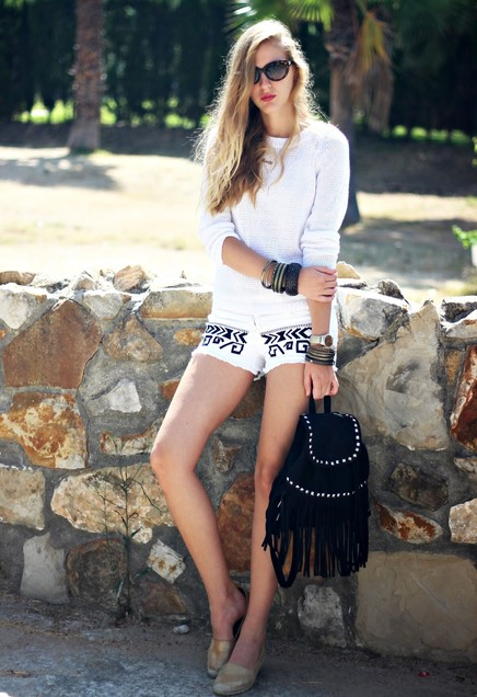 Super-chic White Sweater Outfit with Denim Shorts
