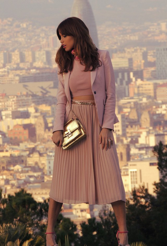 Trendy Midi Skirt Outfit Idea