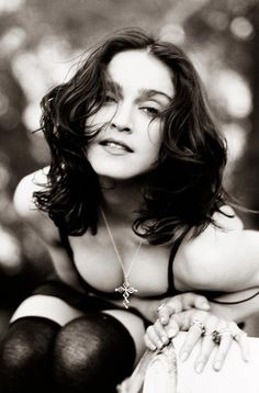 Vintage Curly Wavy Hair for Madonna Hairstyles